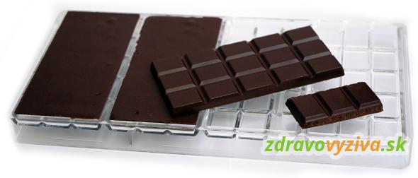 Raw čokoláda v polykarbonátovej potravinárskej forme