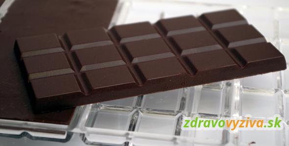 Detail domácej čokolády odliatej vo forme